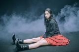 赤いミニスカが印象的な2ndアルバム『Under My Skin』(2004年)衣装