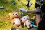 動くものはすべて動かす=Netflixオリジナルシリーズ『リラックマとカオルさん』(Netflixで4月19日から独占配信)(C)2018 San-X Co.,Ltd.All Rights Reserved.