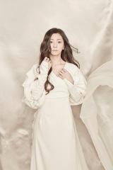 デビュー20周年イヤー第1弾の両A面シングル「きみと恋のままで終われない いつも夢のままじゃいられない/薔薇色の人生」を3月20日にリリースする倉木麻衣