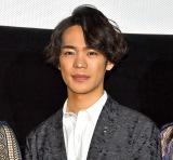 小野賢章、映画初主演で先生役