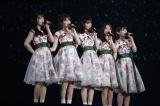 卒業コンサート『7th YEAR BIRTHDAY LIVE - Day4- 〜西野七瀬卒業コンサート〜 』で歌唱する西野七瀬(中央)