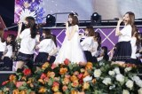 卒業コンサート『7th YEAR BIRTHDAY LIVE - Day4- 〜西野七瀬卒業コンサート〜 』で歌唱する(前列左から)齋藤飛鳥、西野七瀬、白石麻衣