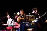 BEGINの全国ツアー東京公演に松下奈緒と安田顕がサプライズ登場