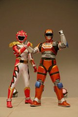 (左から)シシレオー、エマージェイソン=「トクサツガガガ緊急ファンミーティング」の模様(C)NHK