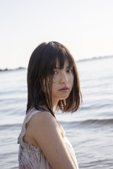川島海荷、誕生日に写真集を発表