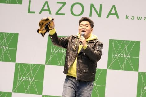 ラゾーナ川崎プラザでイベントを行ったゴリけん(C)エイベックス