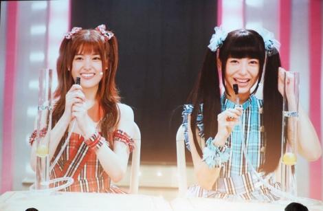 劇中でアイドル衣装に身を包む(左から)松村沙友理、浜辺美波=『賭ケグルイseason2』完成披露イベント (C)ORICON NewS inc.