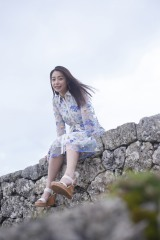 1stフォトエッセイ『風をたべる』を発売する宇垣美里アナ