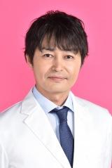 新水曜ドラマ 『白衣の戦士!』に出演する安田顕(C)日本テレビ