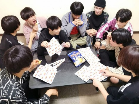 開発会議を行うSUPER★DRAGON