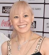 globeのKEIKO、再びカラオケで歌う