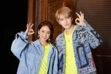 「Sweetest Love」のMVに出演する平祐奈(左)