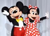 『ウォルト・ディズニー・ジャパン×NTTドコモ』記者会見に登場した(左から)ミッキーマウス、ミニーマウス (C)ORICON NewS inc.