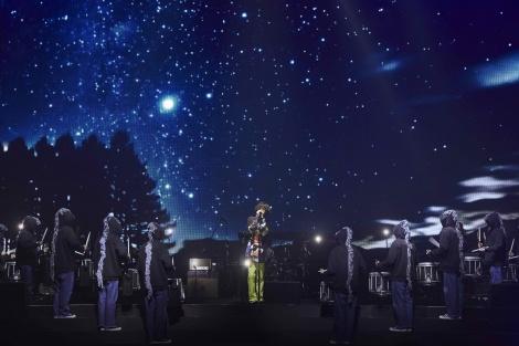 『米津玄師 2019 TOUR/脊椎がオパールになる頃』千葉・幕張公演より (C)立脇卓