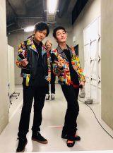 ファンミーティング『NAKAMA to MEETING』直前の3ショットを公開(左から)稲垣吾郎、香取慎吾、草なぎ剛