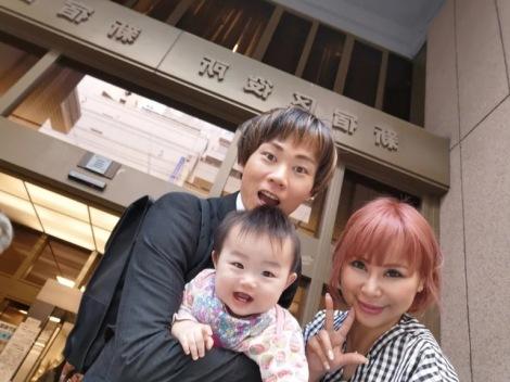 サムネイル ブログで家族3ショットを披露した浜田ブリトニー