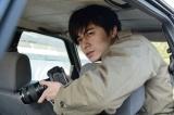 探偵として犯罪加害者の現在を調査する佐伯(東出昌大)(C)WOWOW