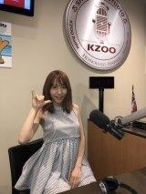 ハワイのアラモアナショッピングセンターにあるラジオ局『KZOO HAWAII』の番組に緊急生出演した大場美奈