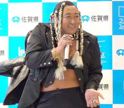 R&Bシンガー・UMBRELLAとして登場したロバートの秋山竜次 (C)ORICON NewS inc.