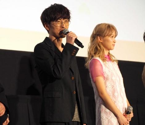 劇場版『えいがのおそ松さん』舞台挨拶に出席した(左から)櫻井孝宏、Dream Ami(C)ORICON NewS inc.