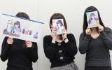 座談会に参加した(左から)B子さん、作者・英貴氏、A子さん (C)講談社