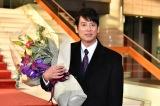 日曜劇場『グッドワイフ』をクランクアップさせた唐沢寿明(C)TBS