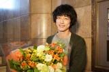 『イノセンス 冤罪弁護士』をクランクアップさせた主演の坂口健太郎 (C)日本テレビ