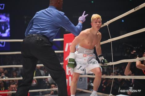 「RIZIN.14」で対戦したフロイド・メイウェザーと那須川天心(C)2015 RIZIN FF