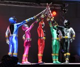『騎士竜戦隊リュウソウジャー』制作発表会見の模様(左から)リュウソウブルー、 リュウソウピンク、リュウソウレッド、リュウソウグリーン、リュウソウブラック (C)ORICON NewS inc.