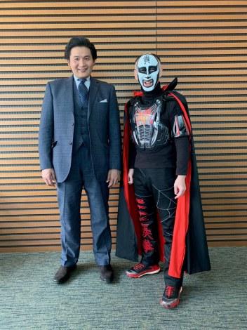 日本テレビ系特番『ザ・発言X〜勝負の1日』で絵本作家デビューを発表した貴乃花光司氏とコラボ相手の鉄拳(C)日本テレビ