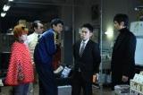 (左から)上田遥、池田鉄洋、大倉孝二、伊藤淳史、西島秀俊(C)テレビ朝日