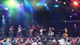 音楽フェスに出演したベルカント号メンバーのステージ。Eテレ『ムジカ・ピッコリーノ ライブ in 朝霧JAM』3月30日放送(C)NHK