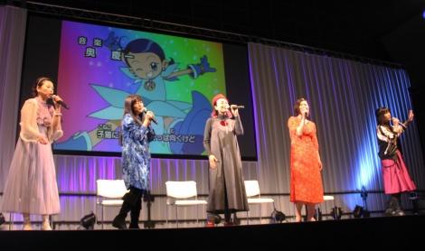 アニメ『おジャ魔女どれみ』のOPを熱唱するキャスト5人 (C)ORICON NewS inc.