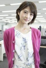 4月22日よりスタートする知念侑李主演『頭に来てもアホとは戦うな!』に出演する若月佑美 (C)NTV・J Storm