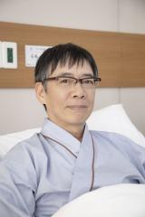 4月22日よりスタートする知念侑李主演『頭に来てもアホとは戦うな!』に出演する生瀬勝久 (C)NTV・J Storm