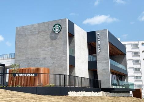 サムネイル 「スターバックス リージョナル ランドマーク ストア」国内25店舗目の沖縄本部町店がオープン