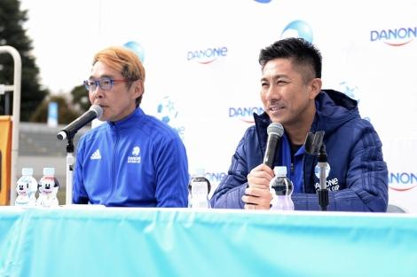 「ダノンネーションズカップ 2019 in JAPAN」の解説を務めた前園真聖(右)