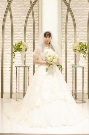 4月5日放送『ラーメン大好き小泉さん2019春SP』でウエディングドレス姿を披露する早見あかり (C)カンテレ