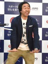 芝刈り機を披露するワッキー=『日本フェアプレイ大賞 2019』表彰式 (C)ORICON NewS inc.