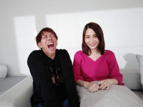 サムネイル 第1子妊娠を発表したはあちゅう氏(右)と夫のしみけん
