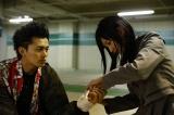 2人の出会い。当たり屋をしてけがをした銀次郎(小林豊)を心配する菜穂子(太田夢莉)=ドラマ『ミナミの帝王ZERO』(4月25日スタート)(C)カンテレ