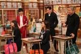 クロちゃんの授業に怒り心頭の生徒たちをなだめる担任の若林=4月1日深夜放送『しくじり先生』(C)テレビ朝日