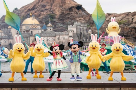 """サムネイル 東京ディズニーシーの新ハーバーショー『Tip-Topイースター』に初登場した""""うさピヨ""""。(C)Disney"""