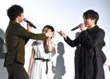 「そろそろグーで行くぞ」とTAKAHIRO(右)から怒られる板垣瑞生=映画『僕に、会いたかった』の完成披露上映会 (C)ORICON NewS inc.