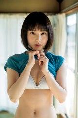 『週刊ヤングジャンプ』18号でグラビアデビューした大原梓(C)細居幸次郎/集英社