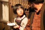 泰樹(草刈正雄)の「堂々とここで生きろ」ということばに涙するなつ(粟野咲莉)=連続テレビ小説『なつぞら』第1週「なつよ、ここが十勝だ」第4回より(C)NHK