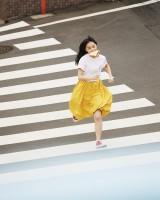 上國料萌衣=「きみの隣にアンジュルム」ロケポートレート(撮影/白川青史)