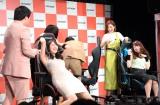 ビリビリ罰ゲームに悶絶=『AKRacing Presents LIVE 霜降り Racing!!』 (C)ORICON NewS inc.