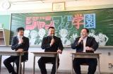 『週刊少年ジャンプ』(集英社)と『週刊少年マガジン』(講談社)の強力コラボを歓迎した(左から)中野博之編集長、ケンドーコバヤシ、栗田宏俊編集長 (C)ORICON NewS inc.
