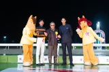 (左から)森泰斗騎手、北島三郎、賀来賢人